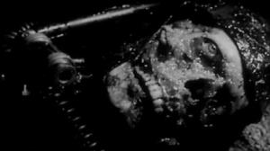 Un cadavere consumato da Caltiki.