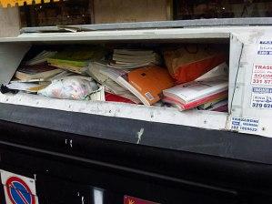 E qualcuno prima o poi dovrà parlare dei soldi che girano attorno al macero dei libri.
