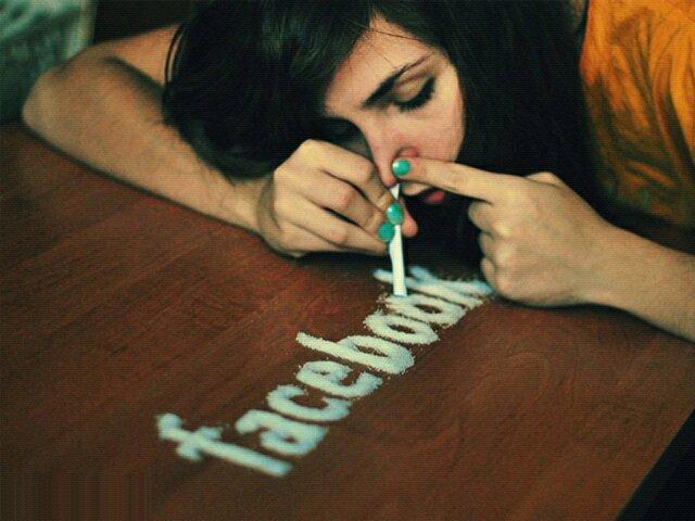 Risultati immagini per danni social network