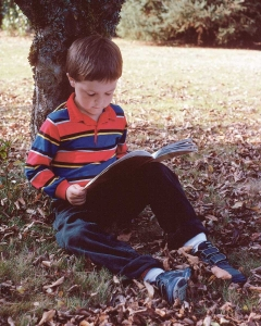 Bimbo che legge