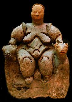 La Dea Madre del sito neolitico di Çatalhöyük, dedicato al culto dei morti.