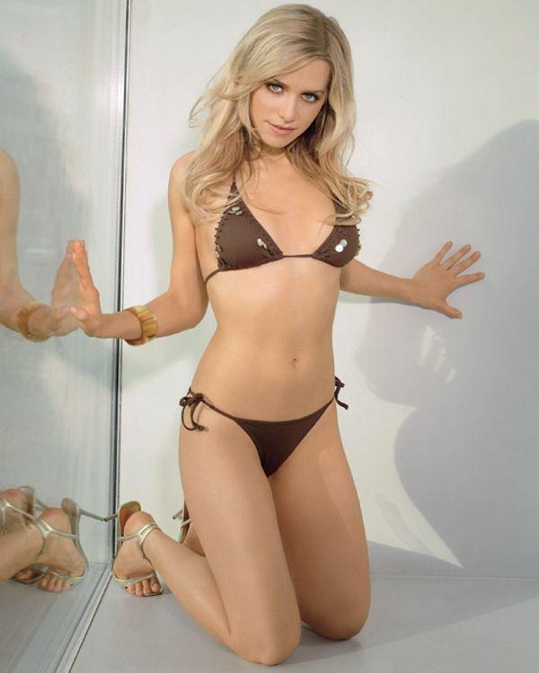 Julia Dietze Sexy