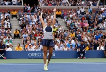 Pennetta of Italy celebrates after defeating compatriot Vinci in their women's singles final match at the U.S. Open Championships tennis tournament in New York