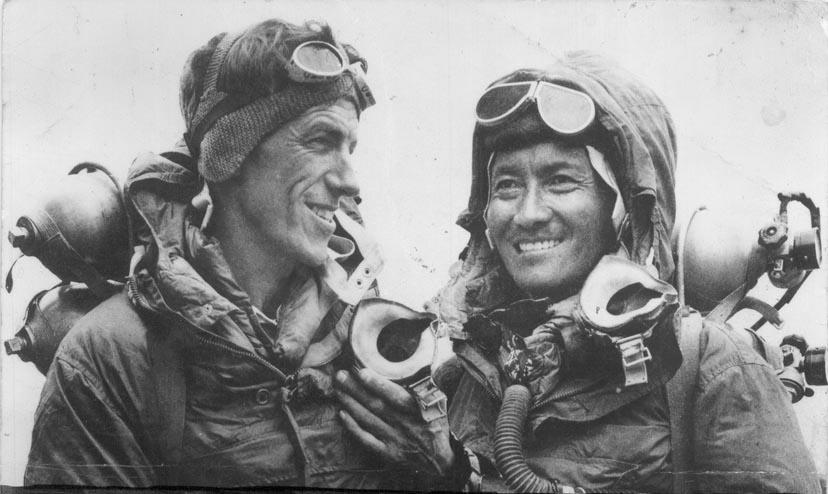 Edmund Hillary e Tenzing Norgay, i primi a raggiungere la vetta dell'Everest (1953).