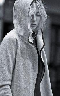 Maria Sharapova, volto e fisico della supereroina russa Sibir.