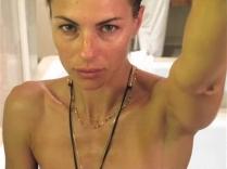 """Martina Colombari, interpreta se stessa, ma in versione ucronica. Agente speciale nella saga """"Il Basilisco"""" (https://alessandrogirola.me/progetti-di-scrittura/due-minuti-a-mezzanotte/il-basilisco-il-primo-supereroe-italiano/)"""