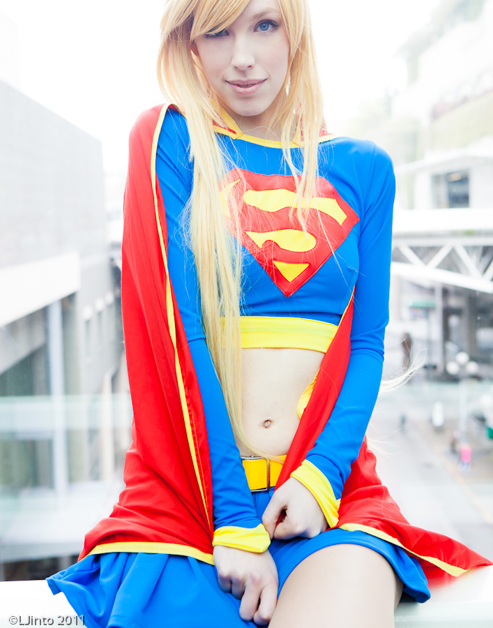 supergirl-cosplay