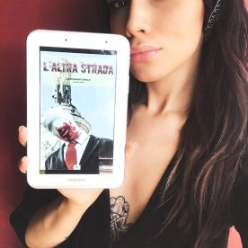 """Jessica Fiammetta promuove """"L'Altra Strada"""" (http://amzn.to/2ulXvOQ)"""